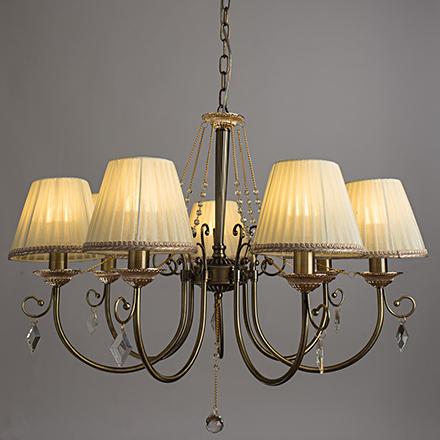 Подвесная люстра с абажурами и хрусталем на 7 ламп