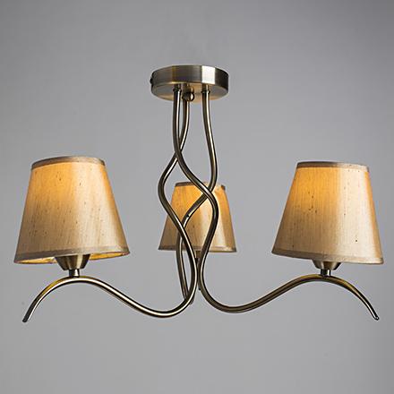 Потолочная люстра с абажурами на 3 лампы