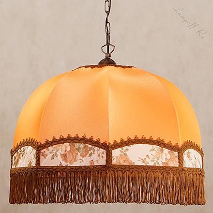 Подвесной оранжевый абажур с коричневой бахромой в ретро стиле