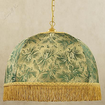 Зеленый абажур золотом и бахромой в ретро стиле