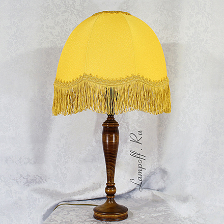 LN14-KP05-ZH: Лампа c желтым абажуром и бахромой