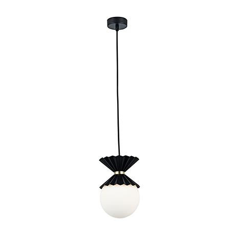 Подвесной светильник в виде белого шара, арматура черная
